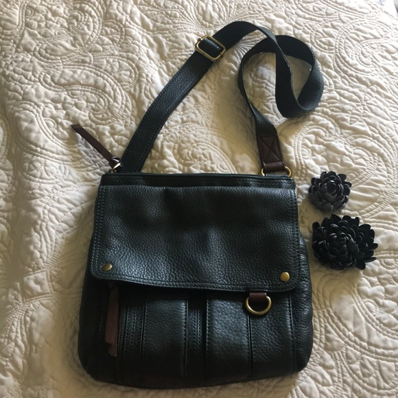 Fossil Handbags - NWOT Green leather Fossil Purse